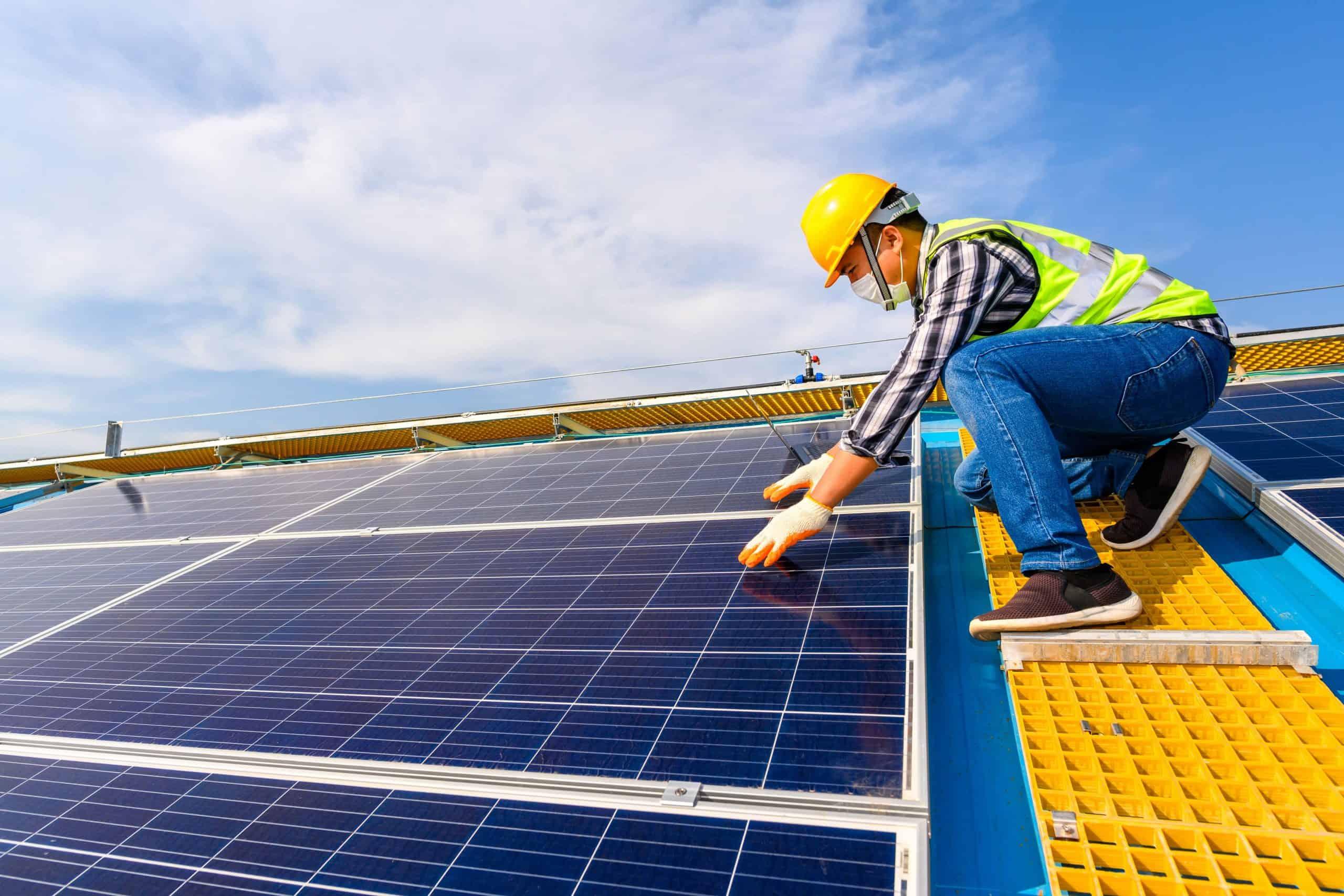 Nou în portofoliu: Instalator panouri fotovoltaice